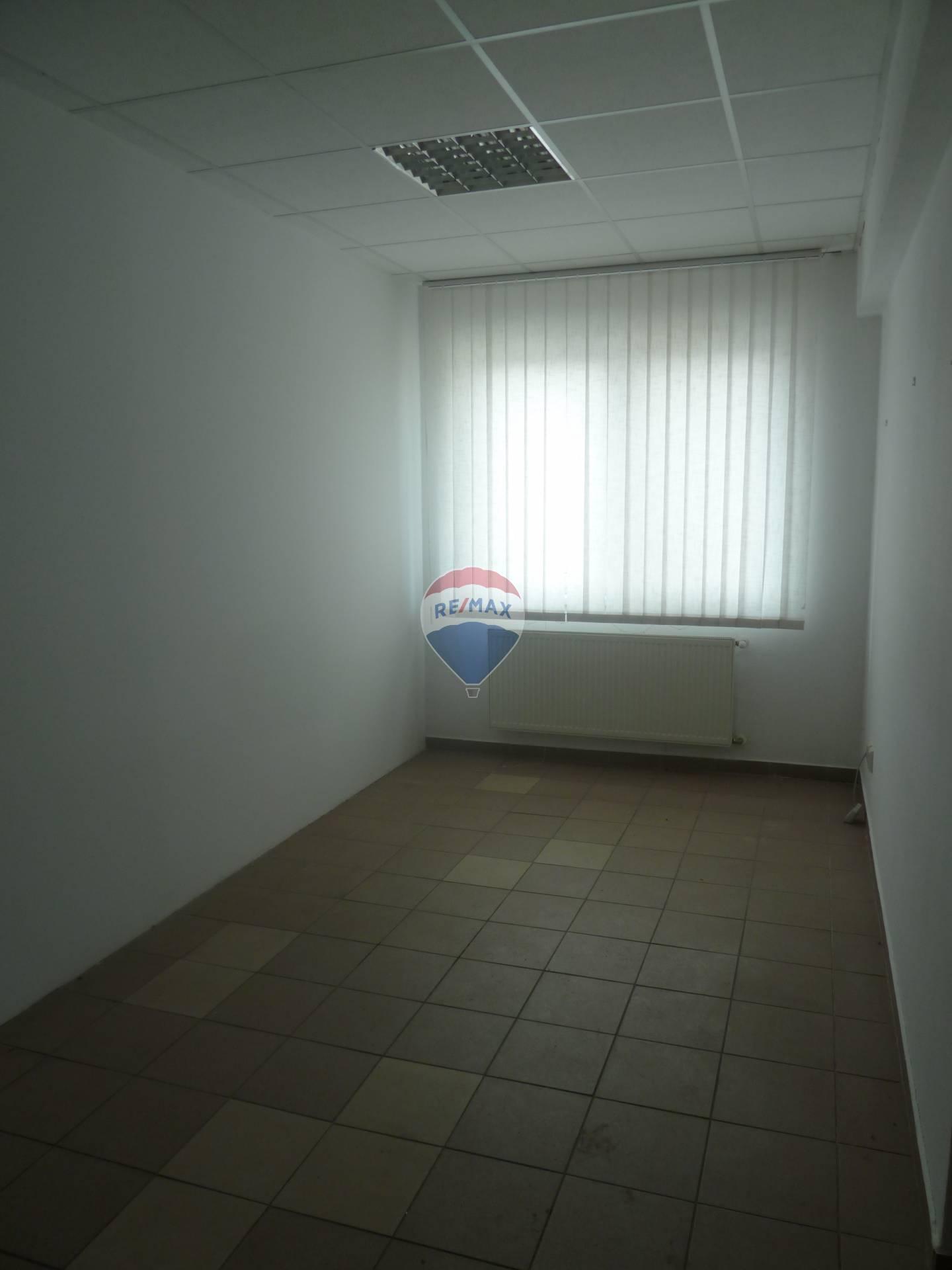 Prenájom klimatizovaného kancelárskeho priestoru  centrum Bánovce nad Bebravou