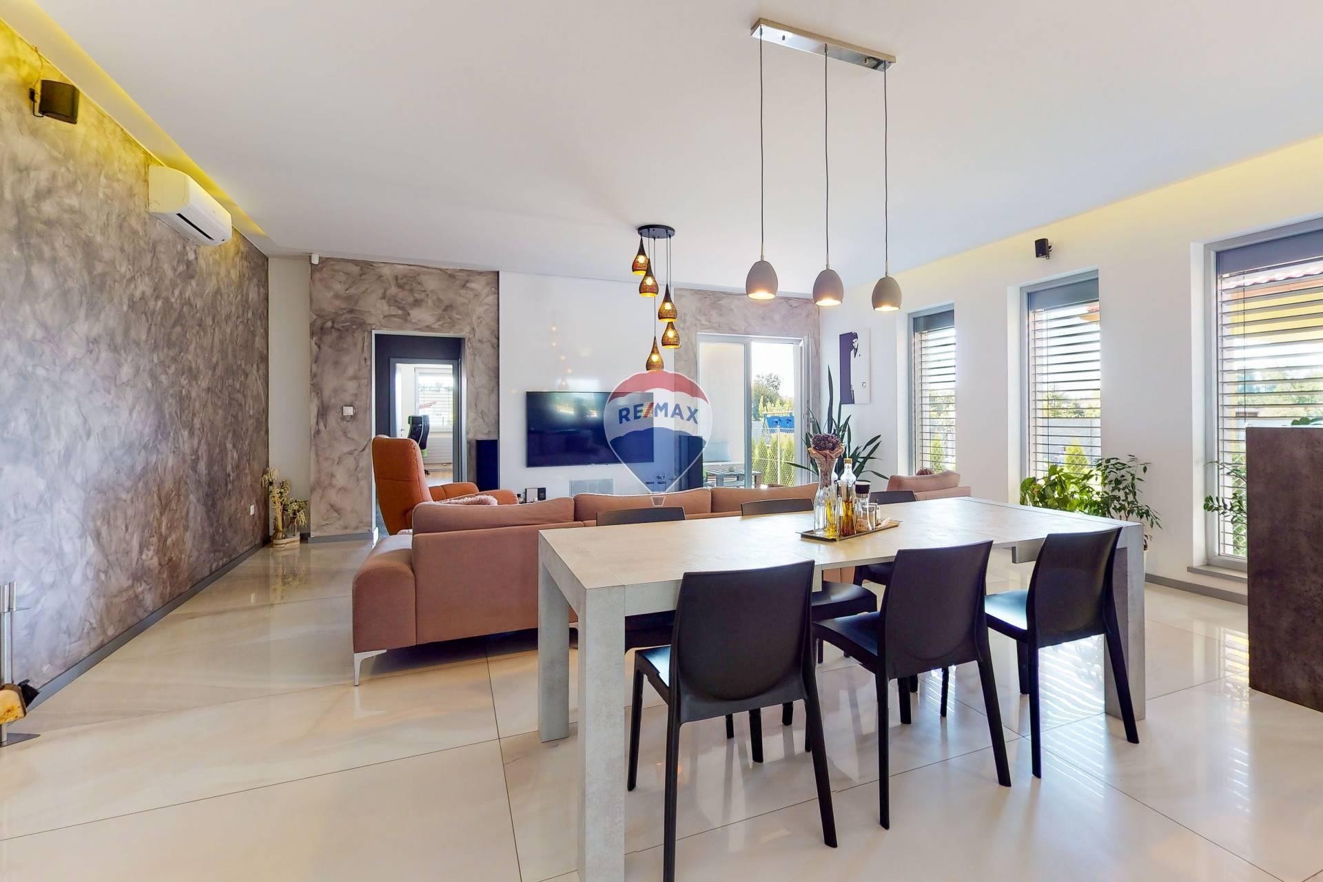 Predaj domu 221 m2, Cífer - obývačka
