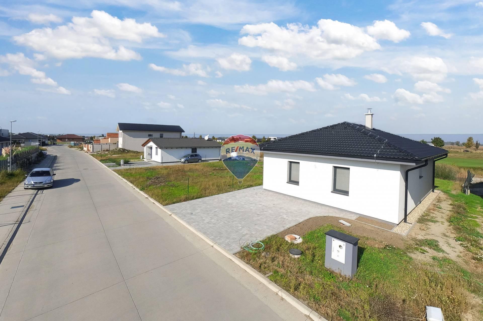 PRENÁJOM 3 izb. rodinného domu, Hrubá Borša, novostavba s priamym vstupom do jazierka