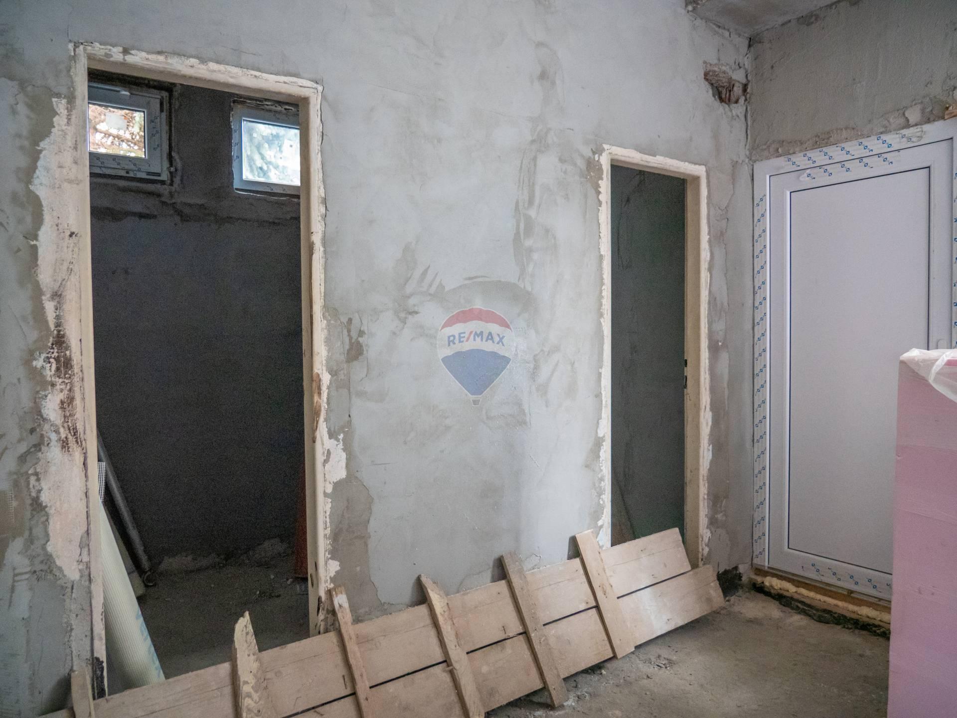 Prenájom garáže 400 m2, Banská Bystrica -