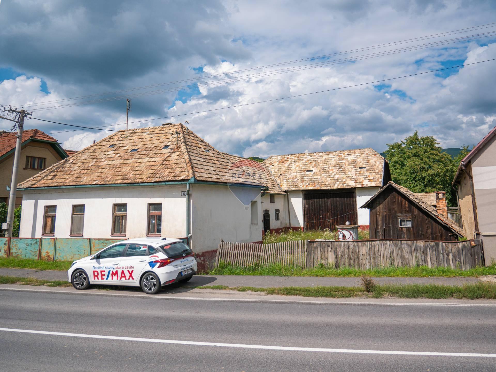 REZERVOVANĚ Rodinný dom na rekonštrukciu v obci Mýtna 1166 m2