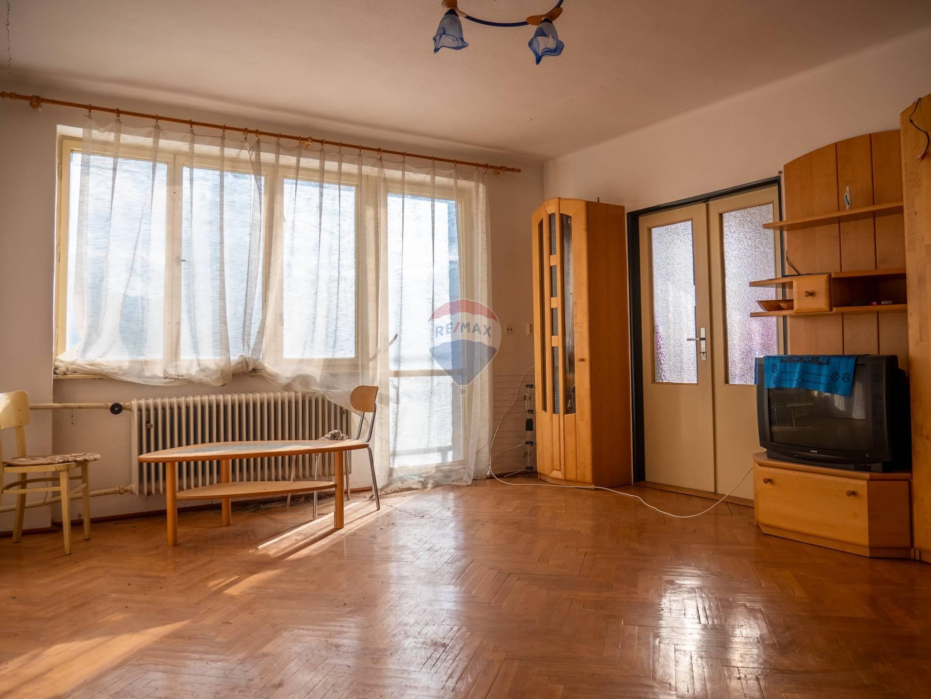 Predaj bytu (3 izbový) 96 m2, Šumiac -